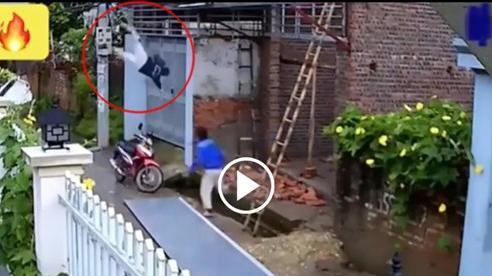 Người đàn ông rơi từ tầng cao xuống đất nghi do bị điện giật