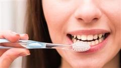 Dấu hiệu khi đánh răng cảnh báo bệnh tim