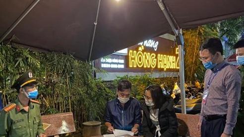 Đình chỉ Chủ tịch UBND phường Hồng Hải, TP Hạ Long do thiếu trách nhiệm chống dịch