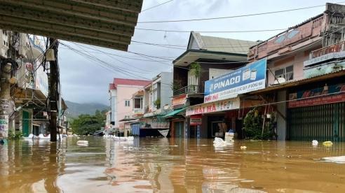 Chùm ảnh ngập lụt ở miền Trung sau mưa bão