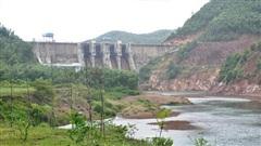 Lật ghe khi đang đánh cá trên sông Bồ, 2 vợ chồng mất tích