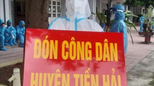 [ẢNH] 500 người Thái Bình nghẹn ngào chạm 'bến quê hương'