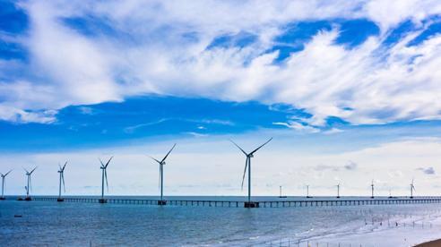Hoàn thành lắp đặt 25 trụ dự án điện gió biển 5.000 tỉ đồng ở Trà Vinh