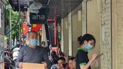 Hà Nội: Hàng quán mở lác đác, nhân viên thiếu trầm trọng