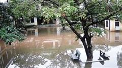 Hàng vạn học sinh phải nghỉ học do mất điện, mưa lũ.