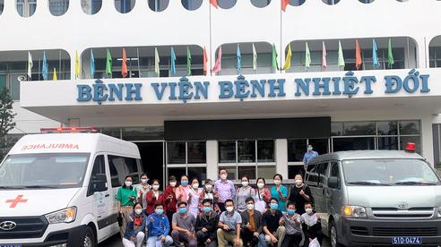 Y bác sĩ Bệnh viện Bệnh Nhiệt đới TP HCM lên đường chi viện Sóc Trăng