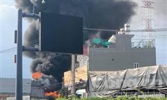 TPHCM: Đang cháy lớn tại ngôi nhà trên đường Hà Huy Giáp, Quận 12