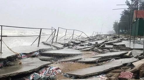 Kè biển Cửa Lò bị sóng đánh 'tả tơi', đổ sập hàng chục mét sau bão