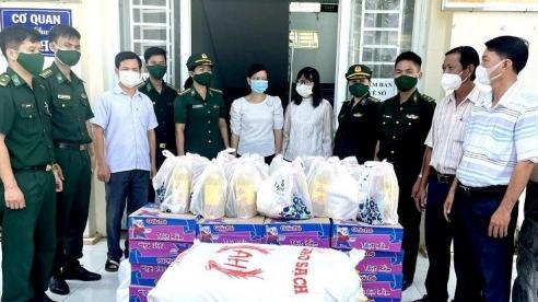 Hội phụ nữ Bộ đội Biên phòng An Giang hỗ trợ người nghèo bị ảnh hưởng bởi dịch Covid-19