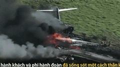 Máy bay cháy thành tro sau khi gặp nạn ở Texas, 21 người thoát chết hy hữu