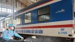 Ngành đường sắt tăng tần suất chạy tàu và nới lỏng điều kiện cho khách đi tàu