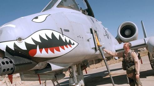 Lý do A-10 lì đòn hơn chiến đấu cơ mới của Mỹ