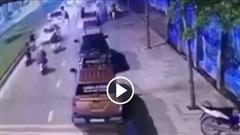 Nhóm thanh niên đua xe 'gây hoạ' cho nữ tài xế