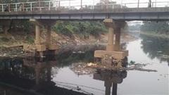 Sông hồ Hà Nội đang bị 'bức tử' như thế nào