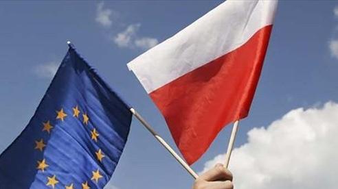 Quan hệ EU-Ba Lan: Xấu chàng hổ ai