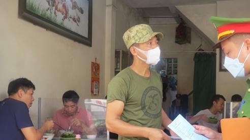 Người dân huyện Thường Tín vẫn còn e dè khi ăn sáng tại quán xá