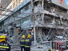 Khoảnh khắc nổ kinh hoàng ở Trung Quốc làm nhà 7 tầng bị phá hủy