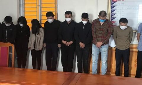 Bắt quả tang 11 nam nữ mở 'tiệc ma túy' trong chung cư