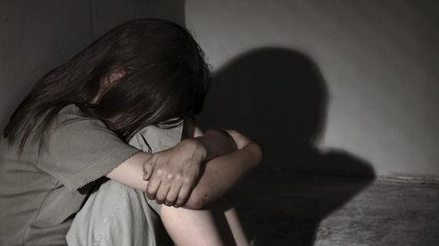 Xâm hại bé gái hàng xóm, 'yêu râu xanh' lĩnh án 12 năm tù