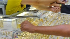 Giá vàng hôm nay 22-10: Nhà đầu tư tranh thủ 'đánh lên' và bán khống