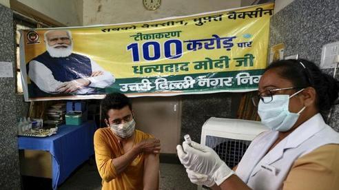 WHO: Có đến 180.000 nhân viên y tế chết vì COVID-19