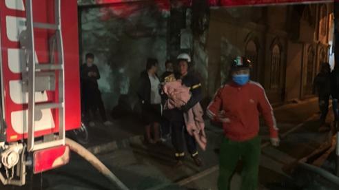 Kịp thời cứu 5 người thoát chết trong vụ cháy lúc nửa đêm