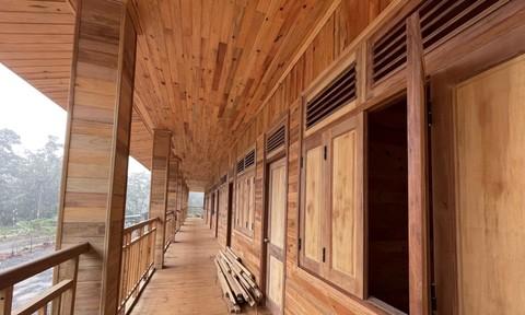 Trạm quản lý bảo vệ rừng làm bằng... gỗ rừng ở Đắk Nông