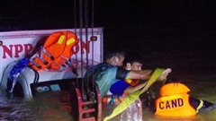 Quảng Ngãi: Xe tải bị nước cuốn trôi, 2 vợ chồng mất tích