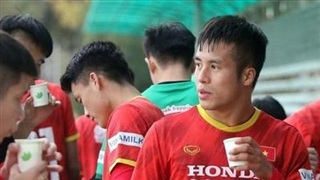 U23 Việt Nam có buổi tập đầu tiên tại Kyrgyzstan, uống trà gừng để giữ ấm