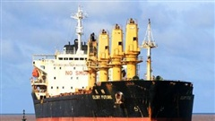 Cứu hộ tàu 28.000 tấn mắc cạn ở vùng biển Cửa Việt