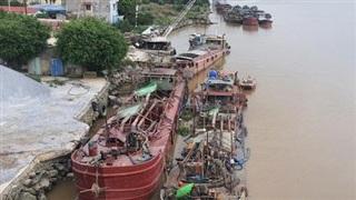 Bộ Công an dẹp nạn 'cát tặc', bắt quả tang 24 tàu đang hút cát trái phép