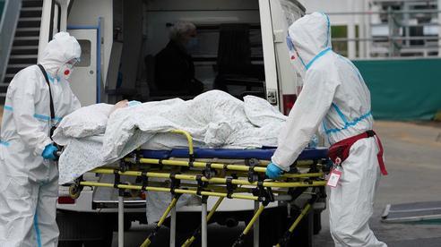 Covid-19: Nga ghi nhận số ca nhiễm và tử vong kỷ lục
