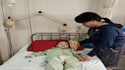 Xót xa nữ công nhân nghèo có con bị dị tật không hậu môn ở Thừa Thiên Huế
