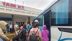 Gần 600 hành khách đi tàu hỏa mắc kẹt tại Quảng Nam, Quảng Ngãi