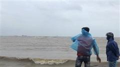 Quảng Ngãi: 3 ngư dân mất tích trên cửa biển Sa Cần