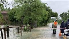 Quảng Ngãi: Sơ tán 800 hộ dân vùng ngập sâu đến nơi an toàn
