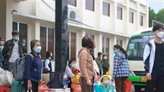 Sạt lở đường sắt Bắc-Nam, 251 hành khách bị kẹt 7 tiếng ở ga Tam Kỳ