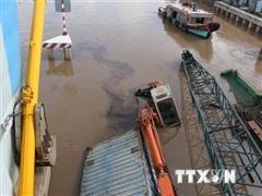 Thành phố Hồ Chí Minh: Chìm sà lan làm một người mất tích