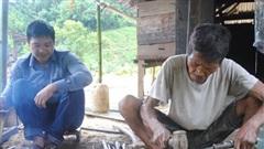 Người giữ lửa nghề rèn truyền thống trên vùng biên Đắc Tôi