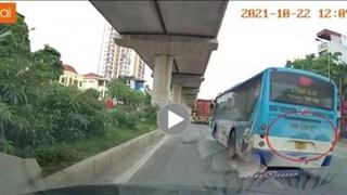 Dân mạng bức xúc với xe buýt chạy ẩu, 'cướp làn' suýt gây tai nạn