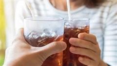 Nước giảm cân 0 calo có thể khiến bạn càng 'thèm ăn' hơn