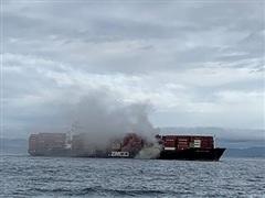 Tàu container bốc cháy, phát tán khí độc ngoài khơi bờ biển Canada