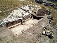 Phát hiện bức phù điêu khổng lồ và xưởng sản xuất rượu 2.700 năm tuổi
