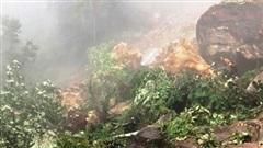 Sạt lở hàng nghìn mét khối đá lớn, ách tắc tỉnh lộ 158 ở Lào Cai