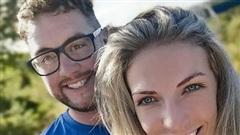 Chàng trai tổ chức hôn lễ trong viện trước khi bạn gái qua đời
