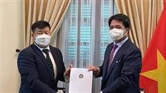 Cục trưởng Cục Lễ tân Nhà nước tiếp các Đại sứ Mông Cổ trao bản sao Ủy nhiệm thư