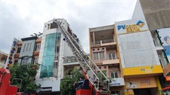 Thành phố Hồ Chí Minh: Nhanh chóng dập tắt đám cháy ở nhà cao tầng