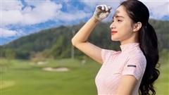 Hoa hậu Hương Giang khoe đường cong cực phẩm