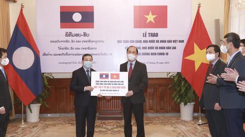 Việt Nam hỗ trợ khẩn cấp Lào hơn 2 triệu USD và vật tư y tế