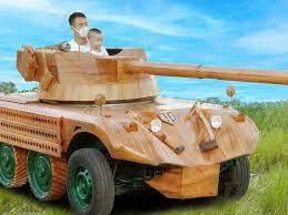 Xem thợ mộc Việt chế xe tăng gỗ từ khung gầm xe van Mitsubishi cũ